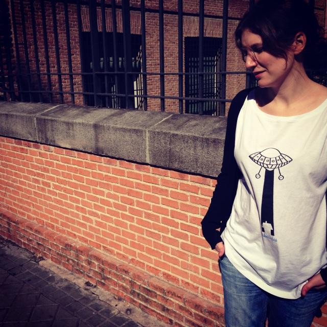 """Camiseta de chica de corte moderno redondeado """"Abducción"""""""